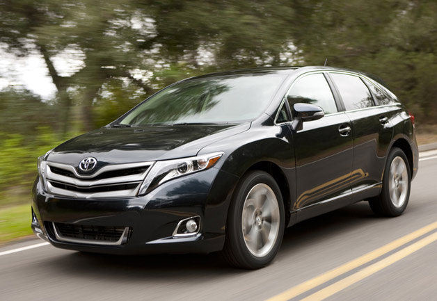 2013 Toyota Venza - Front three-quarter dynamic view