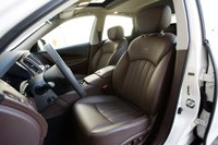 2012 Infiniti EX35 front seats