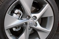 2012 Toyota Camry SE V6 wheel