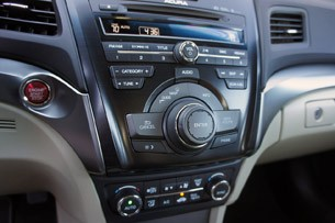 2013 Acura ILX audio system controls