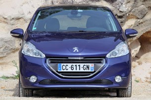 2012 Peugeot 208 front view