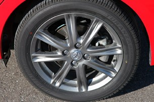 2012 Toyota Yaris SE wheel