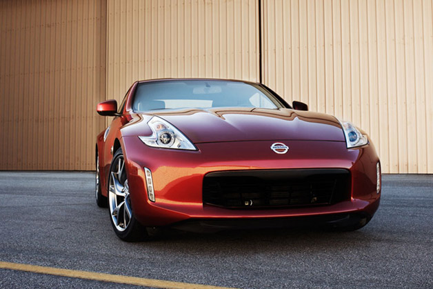 2013 Nissan 370Z  - close to dead-on front view