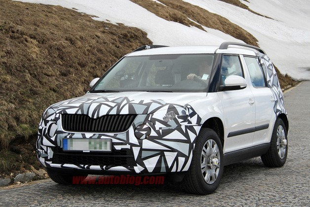 Skoda Yeti spy shot - front three-quarter view, white