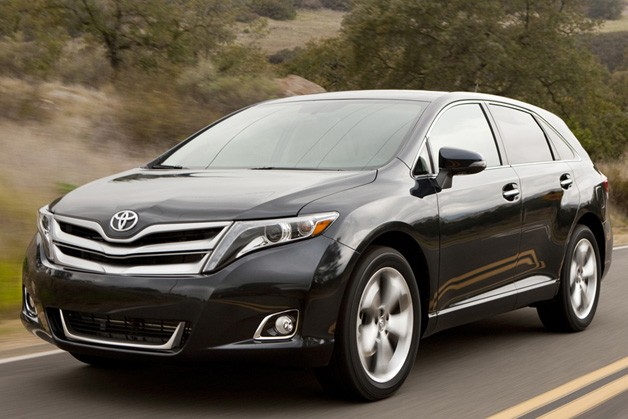 2013 Toyota Venza - dynamic front three-quarter view