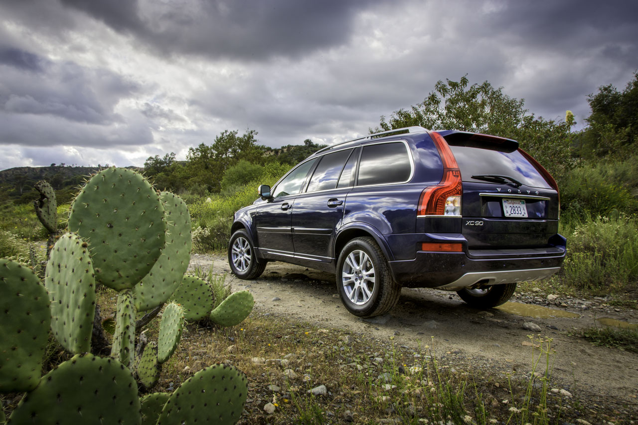 Volvo releases details on ever-so-slightly updated 2013 XC90 - Autoblog