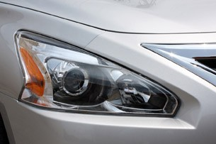2013 Nissan Altima headlight