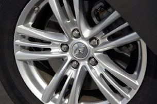 2012 Infiniti G25 wheel