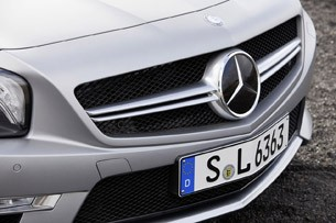2013 Mercedes-Benz SL63 AMG grille