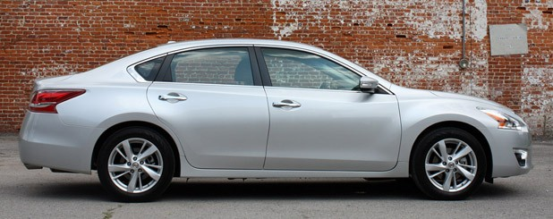 2013 Nissan Altima side view