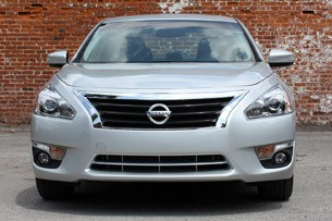 2013 Nissan Altima front view