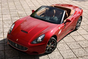 2013 Ferrari California front 3/4 view