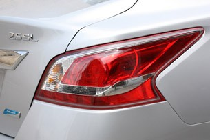 2013 Nissan Altima taillight