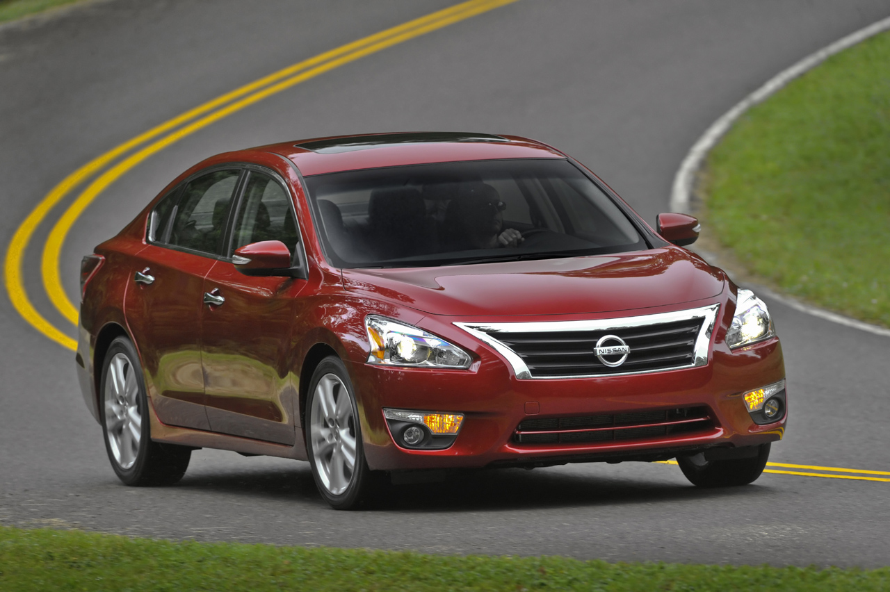 nissan recalls over 220k altima sedans over hoods that. Black Bedroom Furniture Sets. Home Design Ideas