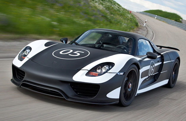 Porsche 918 Spyder prototype - front three-quarter dynamic view - black and white livery