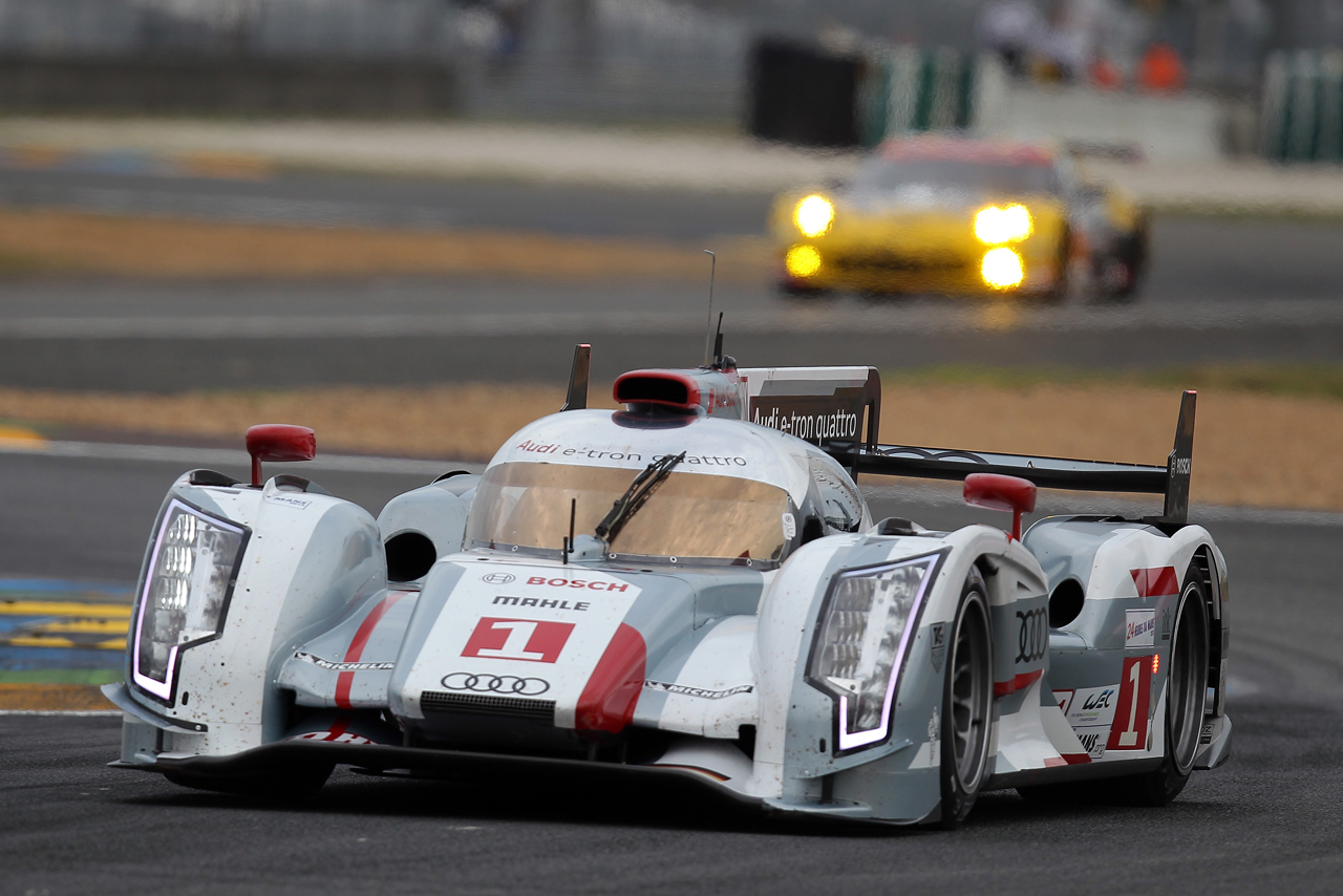 le mans starting grid set audi hybrid takes pole but toyotas break up the pack autoblog. Black Bedroom Furniture Sets. Home Design Ideas