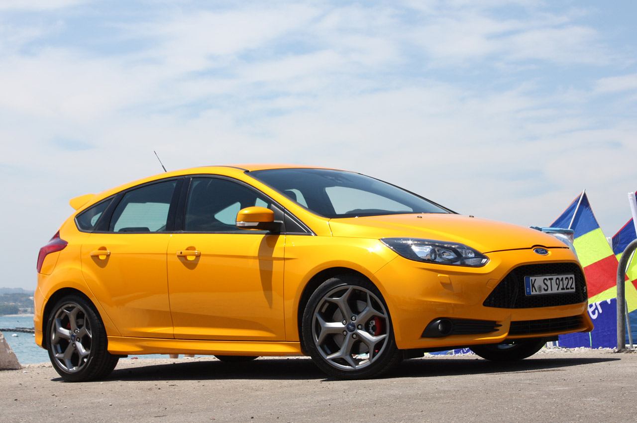 2013 ford focus st autoblog. Black Bedroom Furniture Sets. Home Design Ideas