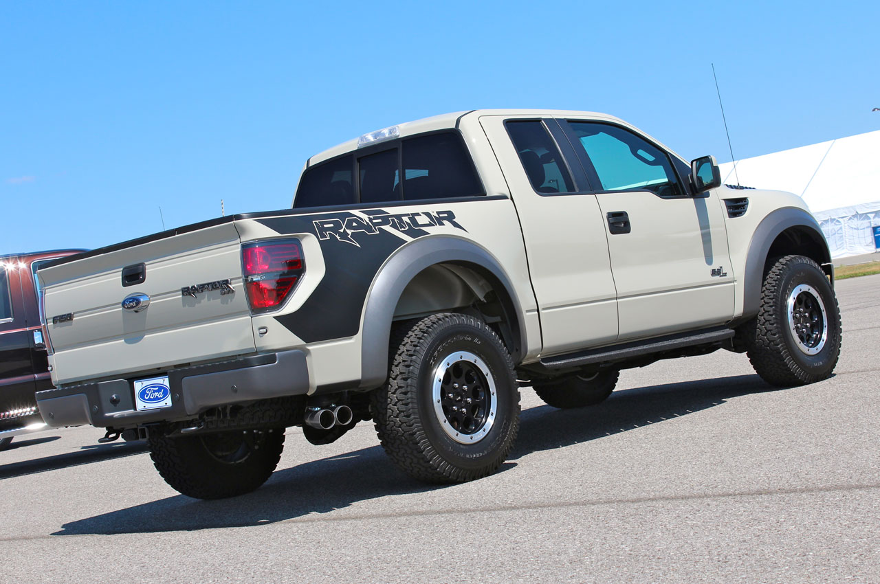 2013 ford f150 svt raptor live photo gallery autoblog. Black Bedroom Furniture Sets. Home Design Ideas
