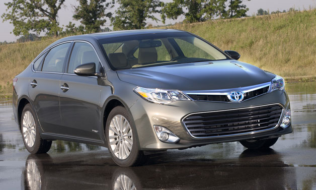 2013 Toyota Avalon Hybrid - static front three-quarter view in gray