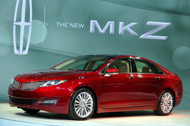 2013 Lincoln MKZ on show stand