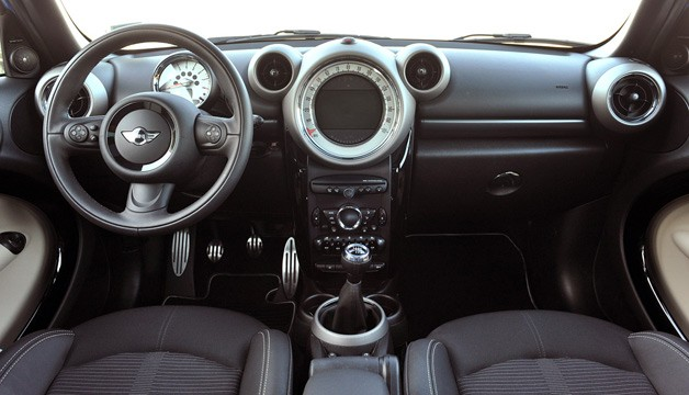 2011 Mini Countryman interior