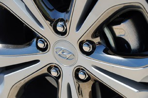 2013 Hyundai Elantra GT wheel detail