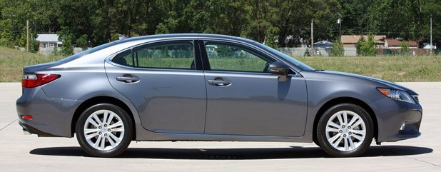2013 Lexus ES 350 side view
