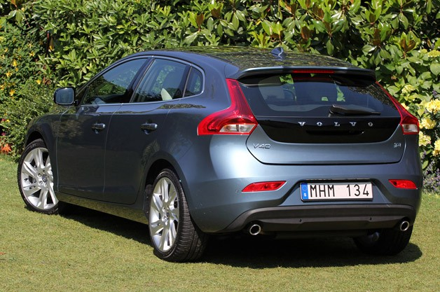 2013 Volvo V40 rear 3/4 view