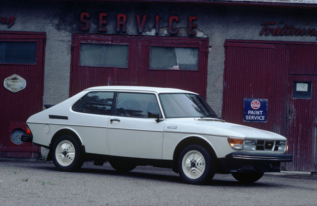 Saab 99 - white kombi - parked in front of service station