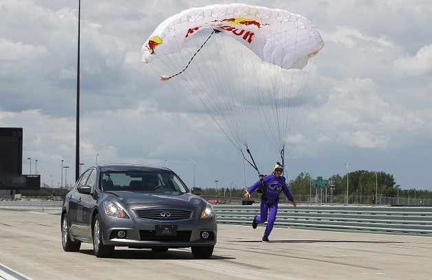 F1 racer Mark Webber vs. skydiver