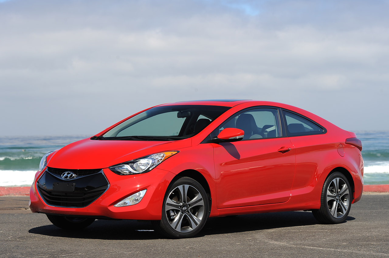 2013 hyundai elantra coupe quick spin photo gallery autoblog. Black Bedroom Furniture Sets. Home Design Ideas