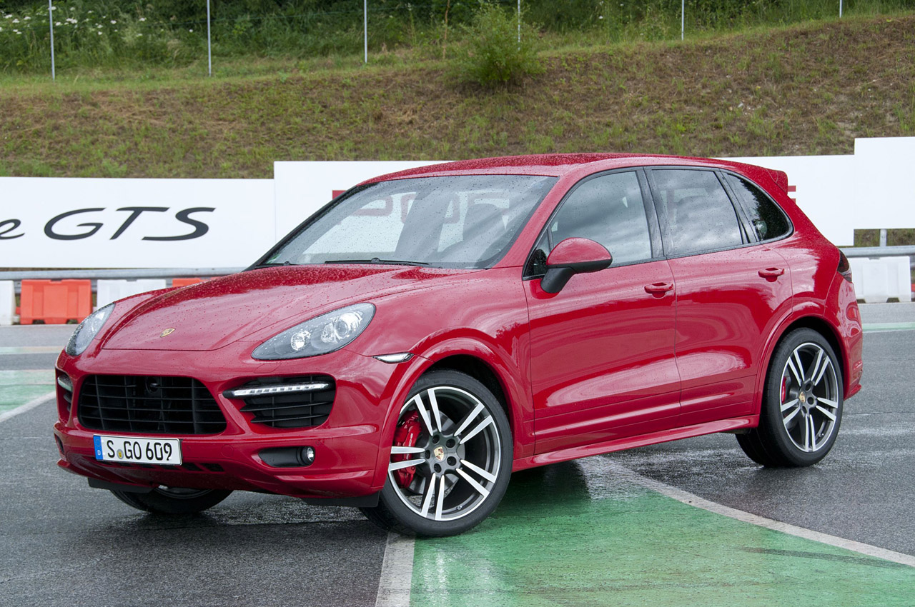 2013 porsche cayenne gts w video autoblog. Black Bedroom Furniture Sets. Home Design Ideas
