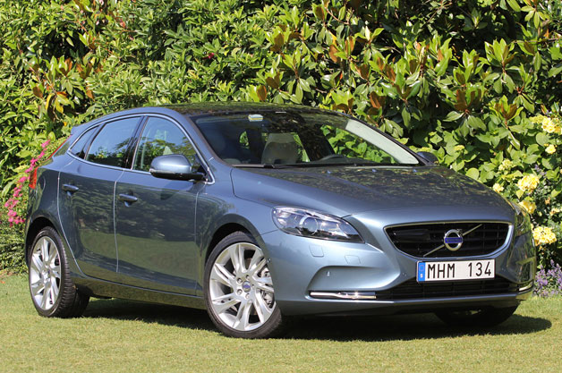 2013 Volvo V40 - front three-quarter view, gray