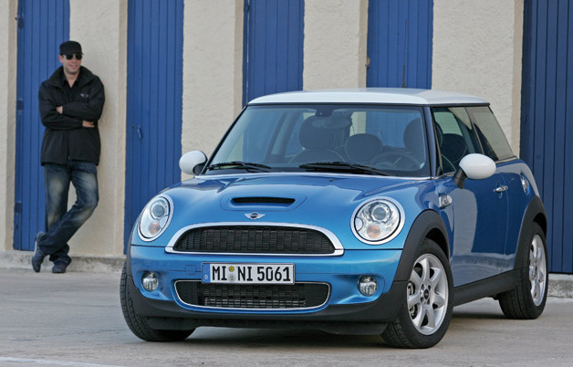 2006 Mini Cooper S - blue - with onlooker