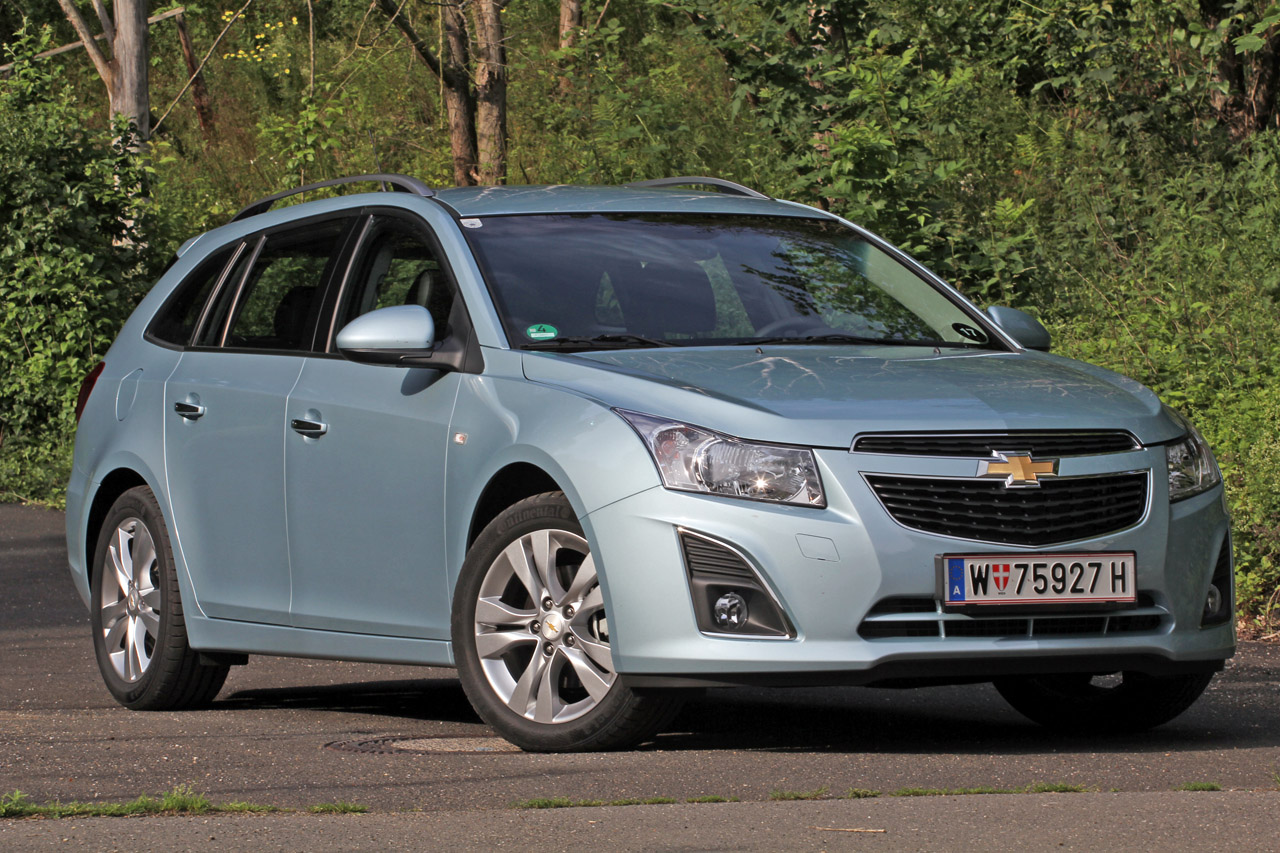 2012 chevrolet cruze wagon autoblog. Black Bedroom Furniture Sets. Home Design Ideas