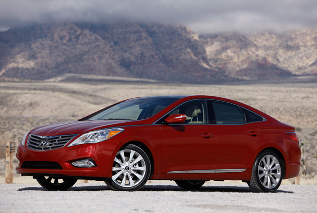 2012 Hyundai Azera - maroon, front three-quarter static view