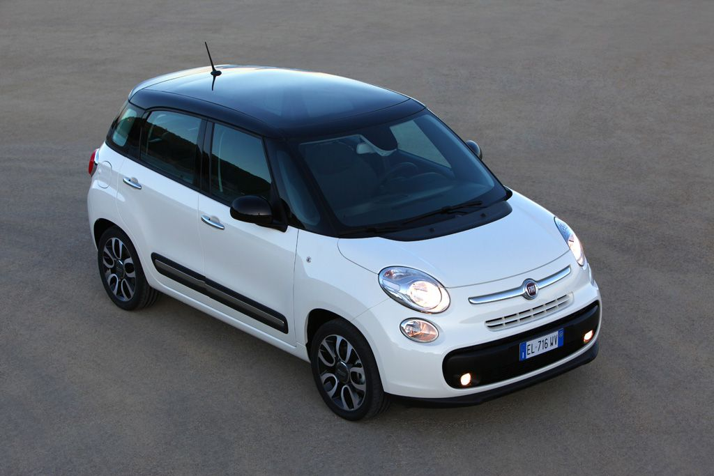 fiat recalling 2014 500l over dual clutch transmission autoblog. Black Bedroom Furniture Sets. Home Design Ideas