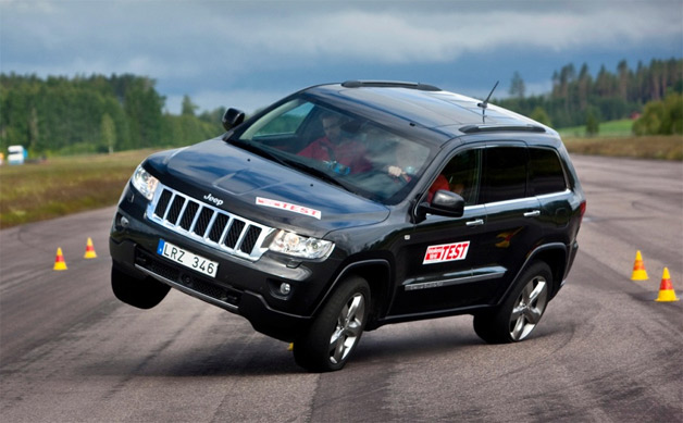 Jeep Grand Cherokee threatens to roll over during moose test