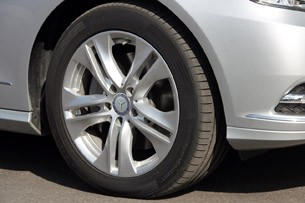 2012 Mercedes E 300 BlueTEC Hybrid wheel