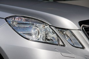 2012 Mercedes E 300 BlueTEC Hybrid headlight