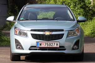 2012 Chevrolet Cruze Wagon front view