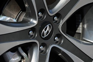 2013 Hyundai Elantra Coupe wheel