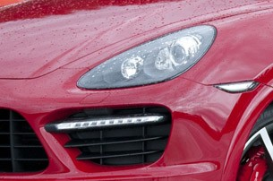 2013 Porsche Cayenne GTS headlight