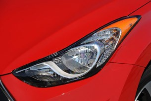 2013 Hyundai Elantra Coupe headlight