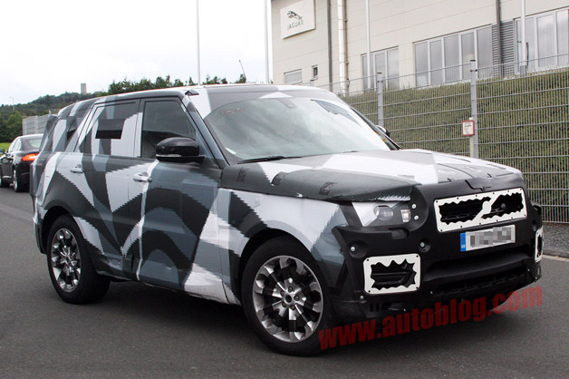 2014 Range Rover Sport spy shot - front three-quarter view