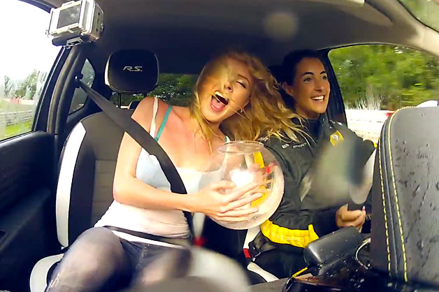 Renault Twingo R.S. two girls and a fish