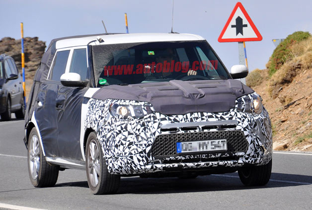 Next-generation Kia Soul spotted testing - disguised - front three-quarter dynamic view