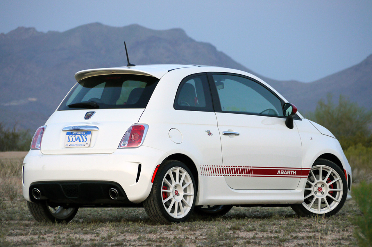 2012 fiat 500 abarth review w video autoblog. Black Bedroom Furniture Sets. Home Design Ideas