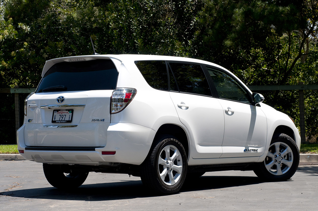 2012 toyota rav4 ev w video autoblog. Black Bedroom Furniture Sets. Home Design Ideas