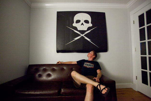 How to turn your hood into wall art - Autoblog